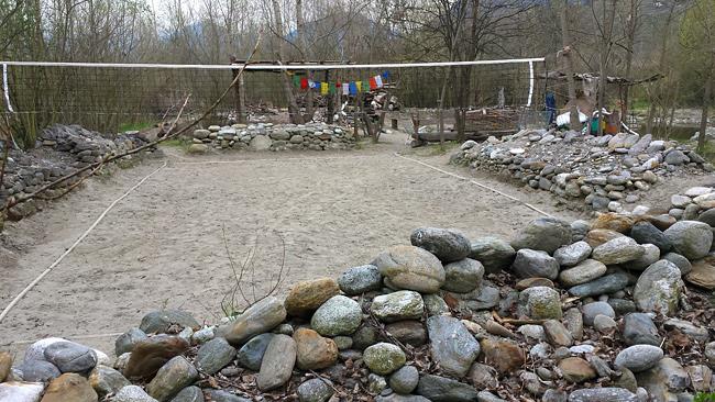 Un vero e proprio campo da beach volley al centro del fiume. Quest'area è certamente il frutto di anni di impegno, probabilmente tramandatosi tra più persone.